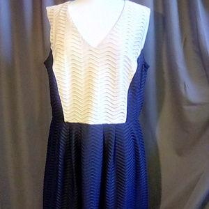 Enfocus Cream and Blue Size 16W sleeveless dress